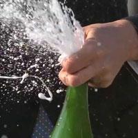 シャンパンの開栓方法