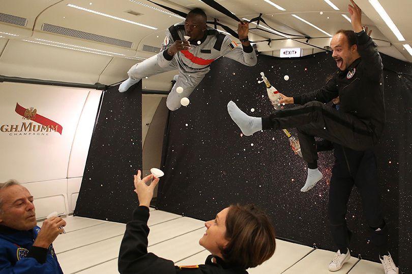 宇宙旅行でシャンパンが飲める!?